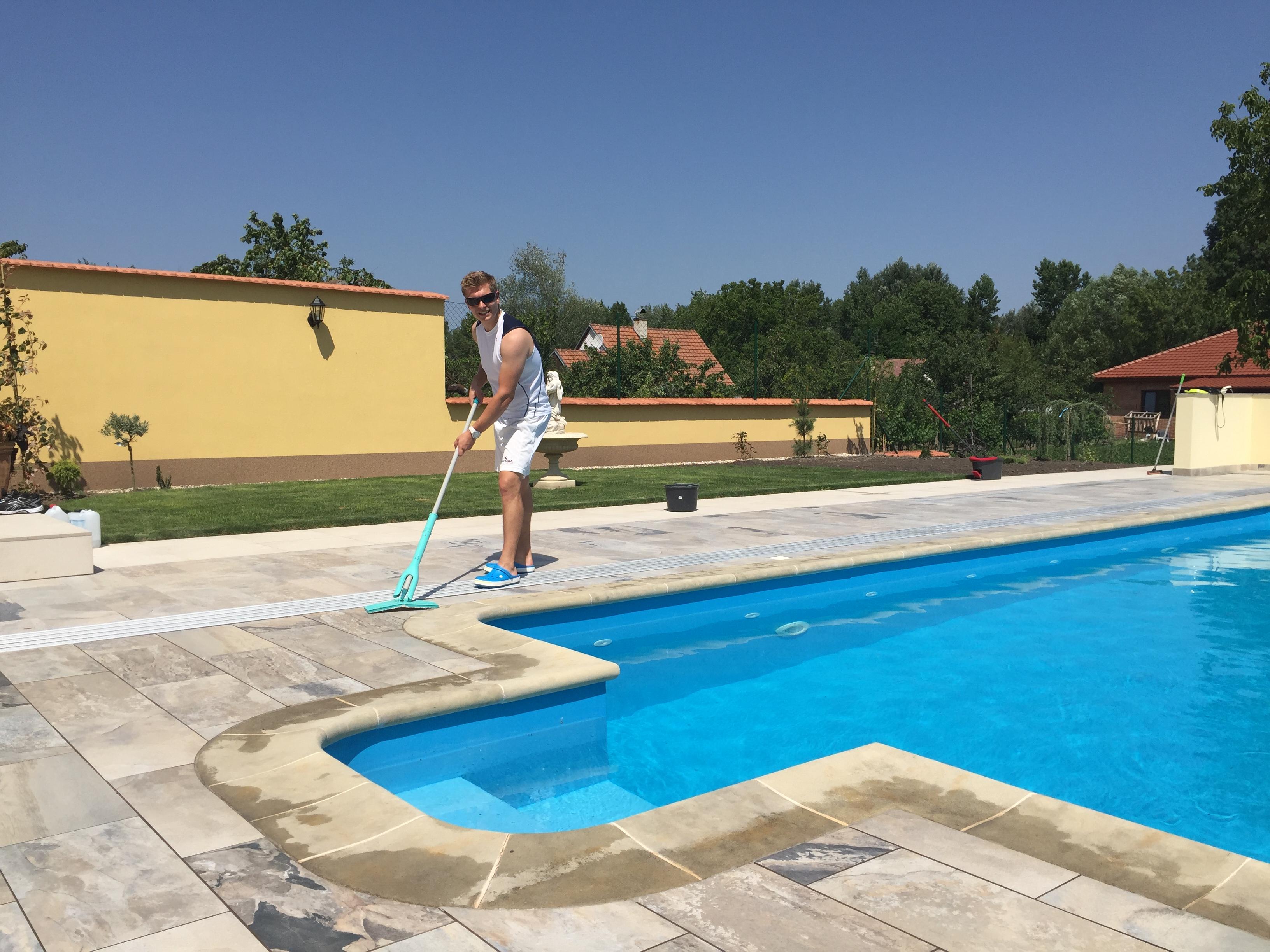 Protiskluzová podlaha kolem bazénu